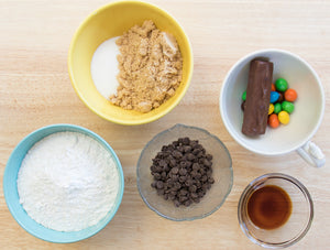Snickers Peanut M&M Chocolate Chip Cookies, chocolate desserts, Snicker desserts, easy recipe, ani and fabi, Ani & Fabi, Baking kits, Pre-measured ingredients