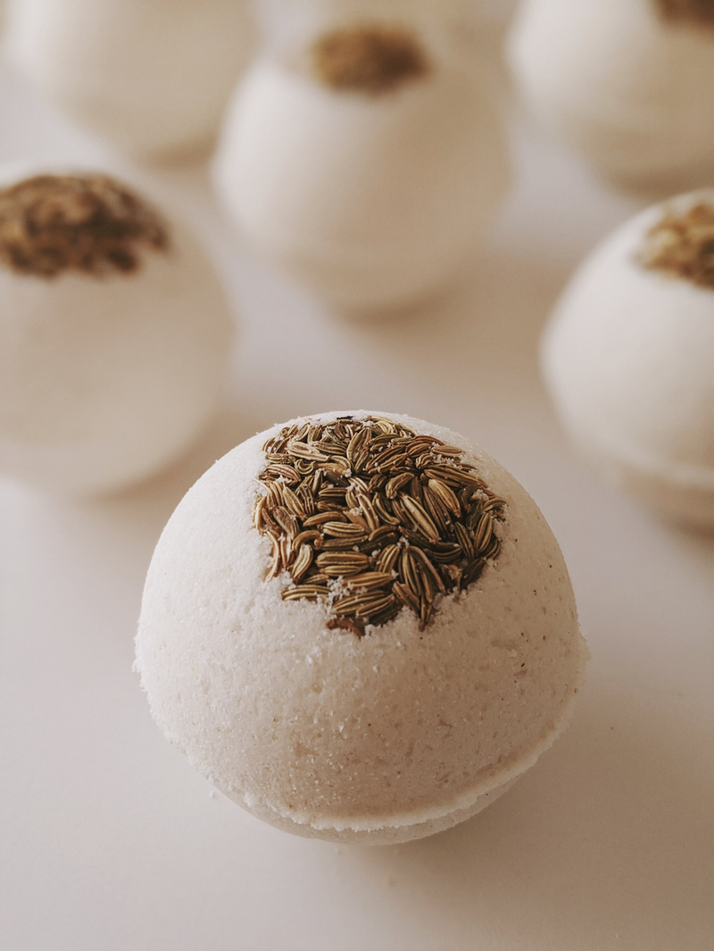 Monthly Moon Bath Bombs: RELEASE / frankincense, geranium, vanilla