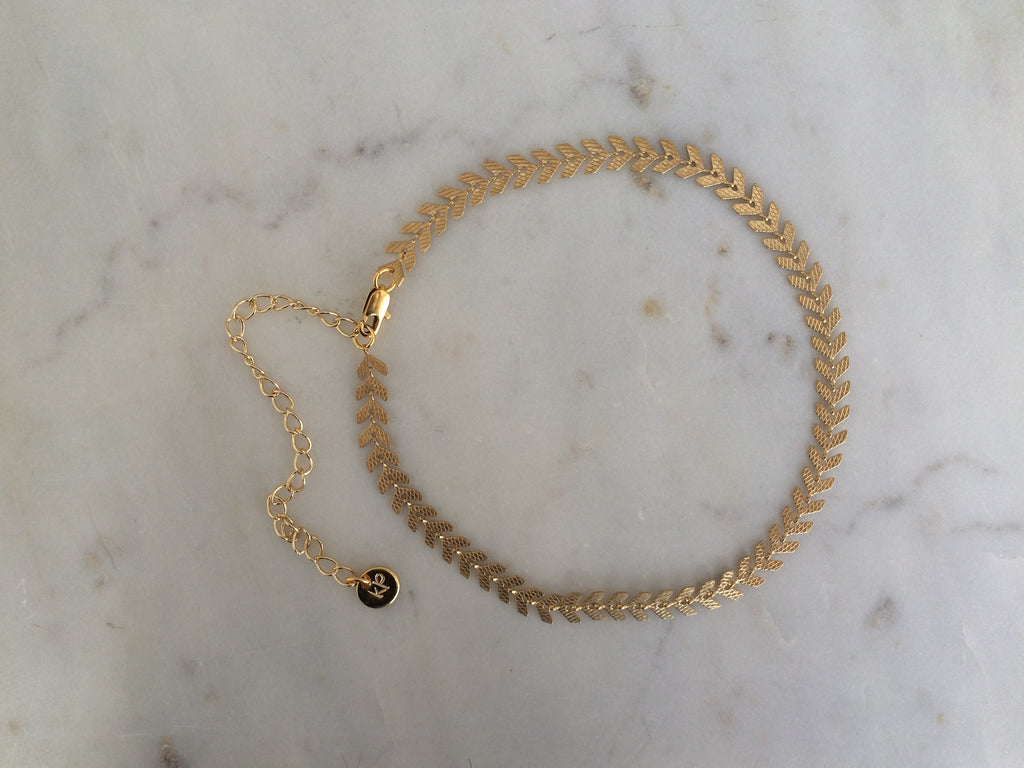 gold patterned chain choker, gold plated chain, gold plated choker, gold necklace, gold choker,gold linked chain, likned chain choker, thick choker chain,gold chain choker necklace,gold chain choker set,gold plated brass choker,dainty gold chain choker,fish bone chain,thich gold chain, fish bone choker, fish bone choker chain