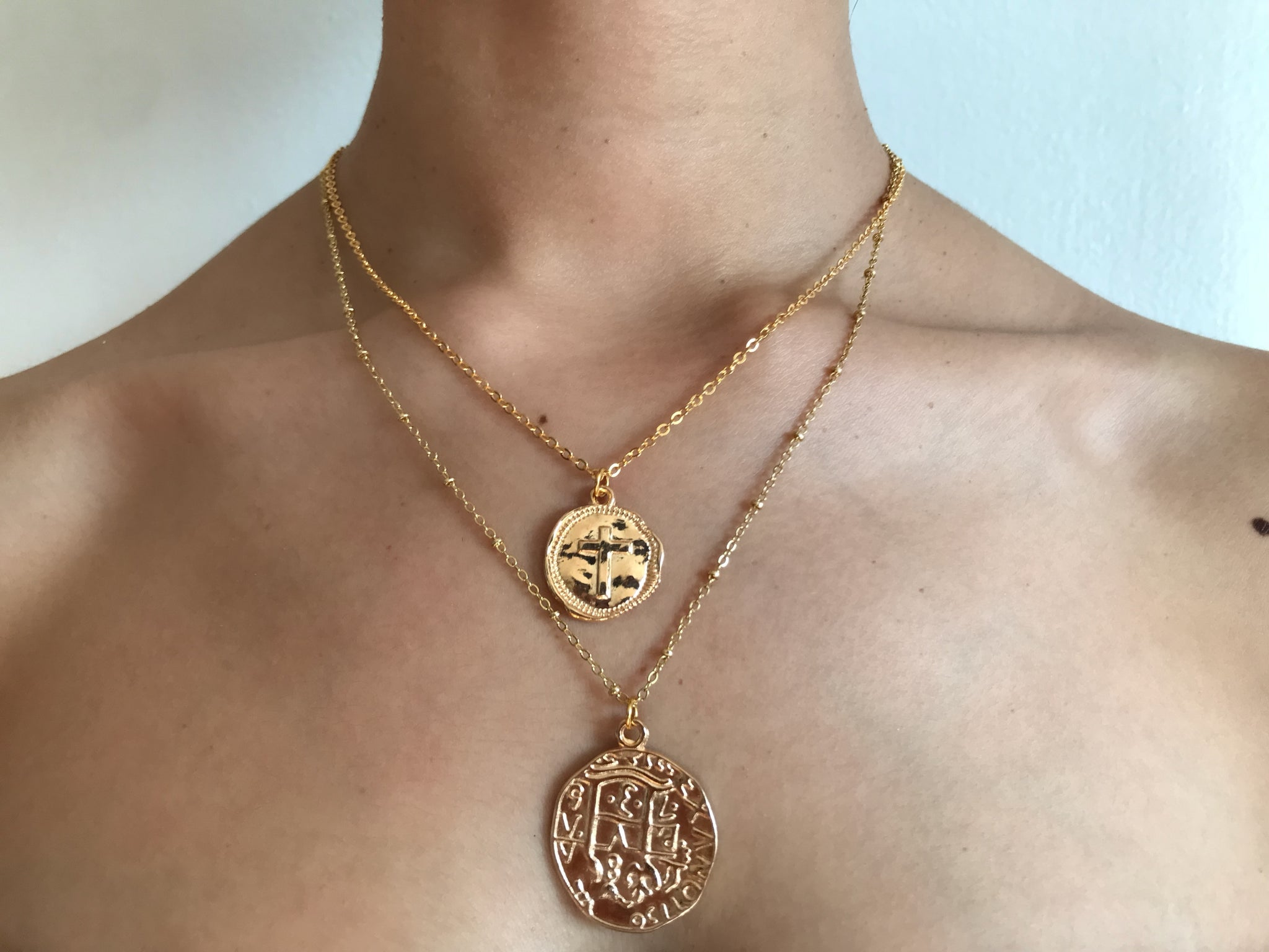 Cross coin necklace, collar de cruz, collar de oro, gold necklace, gold coin necklace, cross jewelry