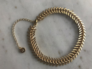 gold patterned chain choker, gold plated chain, gold plated choker, gold necklace, gold choker,gold linked chain, likned chain choker, thick choker chain,gold chain choker necklace,gold chain choker set,gold plated brass choker,dainty gold chain choker,fishbone,fish bone choker, fish bone necklace, fish bone necklaces, choker fish, fish choker