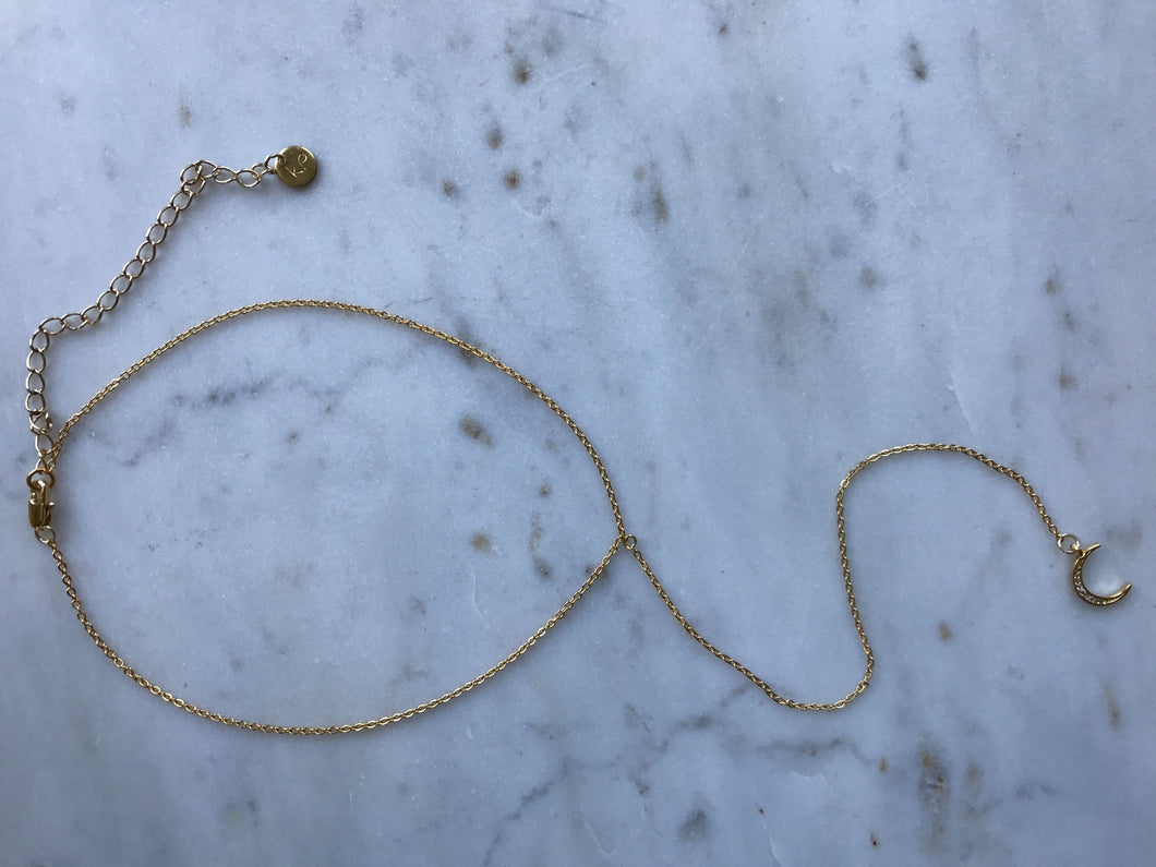 gold patterned chain choker, gold plated chain, gold plated choker, gold necklace, gold choker,gold linked chain, likned chain choker, thick choker chain,gold chain choker necklace,gold chain choker set,gold plated brass choker,dainty gold chain choker,moon choker, black moon choker,moon  necklaces, moon long necklace, sexy necklace