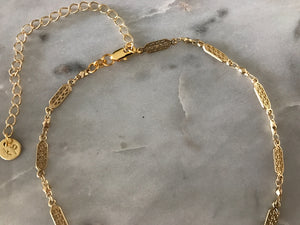 gold patterned chain choker, gold plated chain, gold plated choker, gold necklace, gold choker,gold linked chain, likned chain choker, thick choker chain,gold chain choker necklace,gold chain choker set,gold plated brass choker,dainty gold chain choker, flat chain cchoker, flat chain necklace, pattern chain choker, pattern chain choker