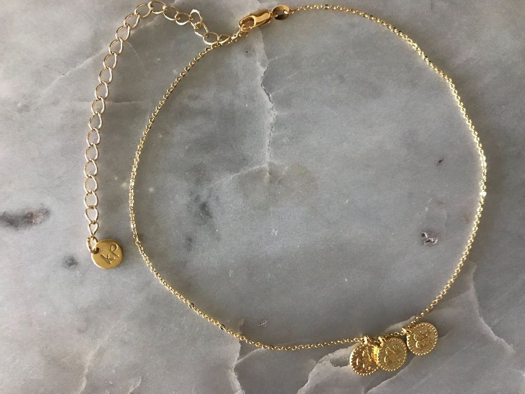 gold patterned chain choker, gold plated chain, gold plated choker, gold necklace, gold choker,gold linked chain, likned chain choker, thick choker chain,gold chain choker necklace,gold chain choker set,gold plated brass choker,dainty gold chain choker,coin chokers,coin cnecklaces,coin necklace,coin chokers,coin accesorries, coin jewelry,coins on chokers,three coin choker, three coin necklace