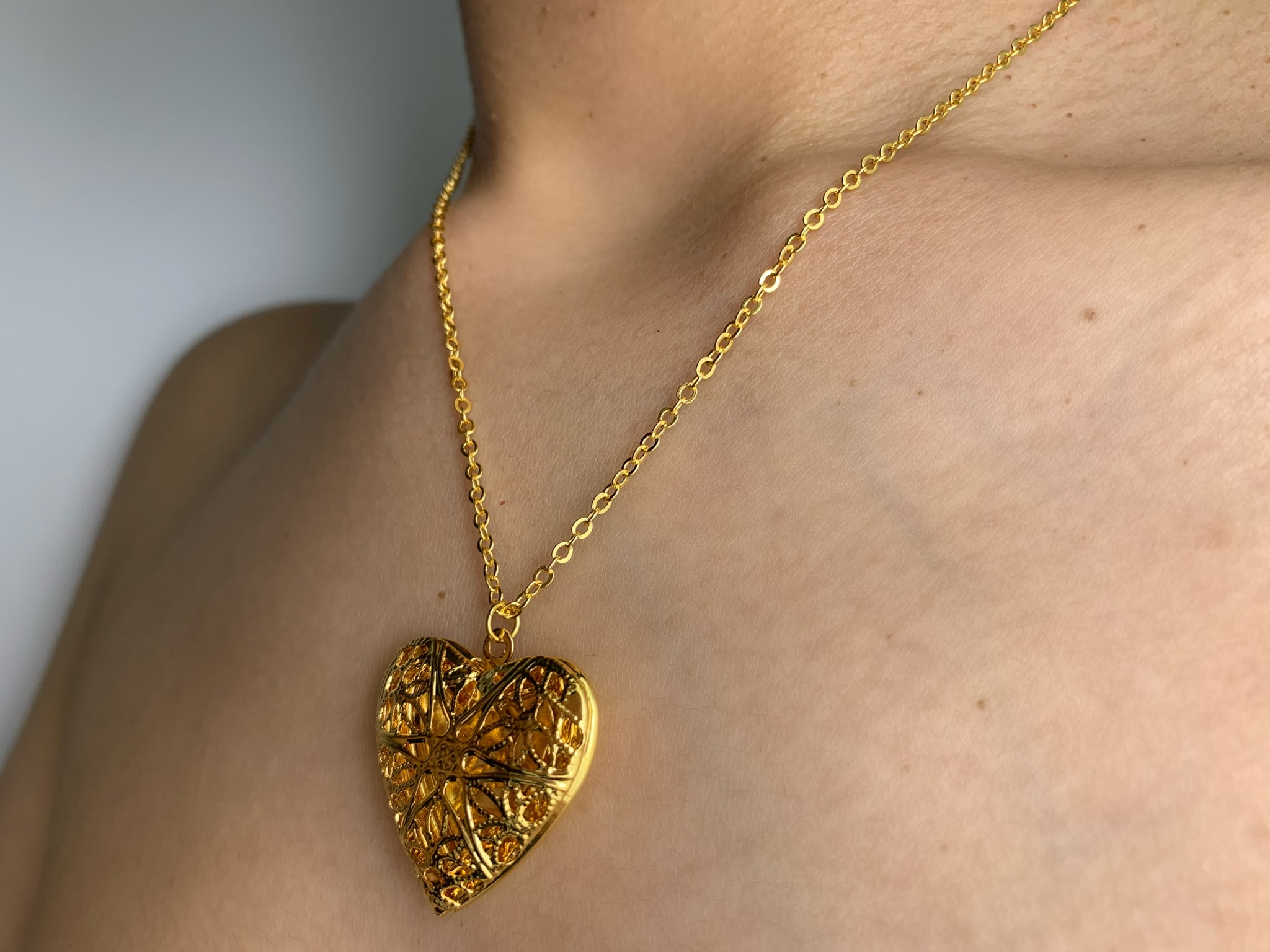 Heart locket, heart chain, heart necklace, heart gold necklace, Locket