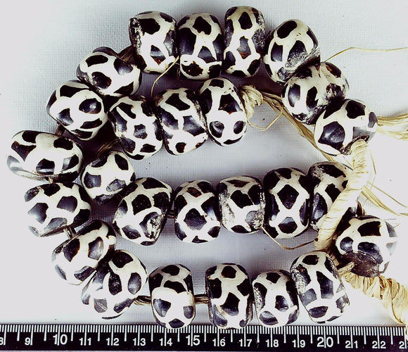 Dark brown and cream pattern bone 16mm x 20mm beads w/wood center (17 inches)