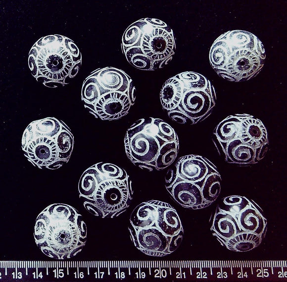 Etched jade 25mm round beads (set of 13 beads) Deep brown