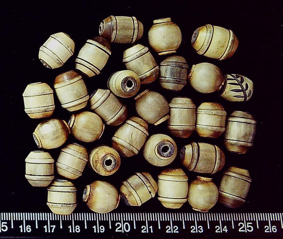 Bone in ivory/brown mixed carved beads (largest 17mm x 13mm) (31 beads)