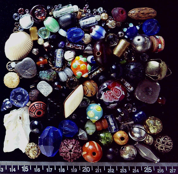 Mixed bead lot - mostly glass but a wide variety (100+ beads, 153g)