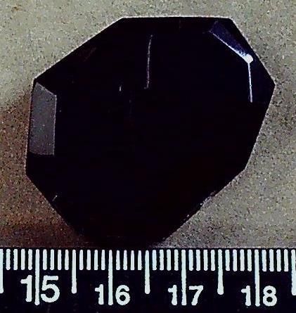Black agate faceted  flat polygon (34mm x 28mm) 1 bead