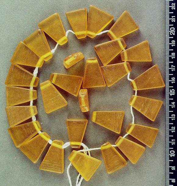 Orange resin drop trapezoid beads (18mm x 24mm)(28 beads)