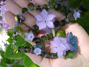Light purple flowers vinyl and green glass necklace   (14 in)