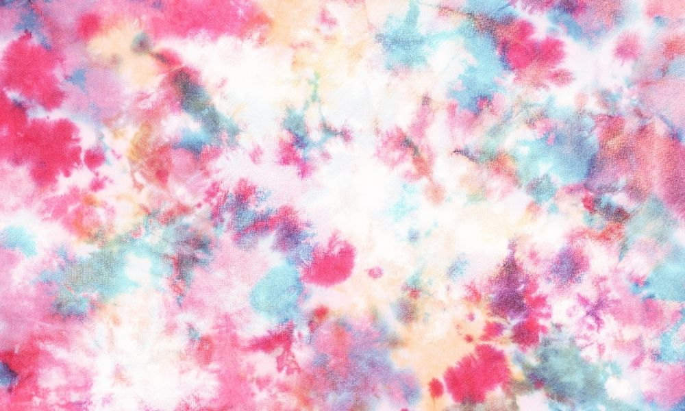 The Differences Between Batik and Tie-Dye Fabrics
