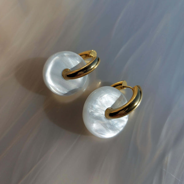 Candy Earrings in White Pearl