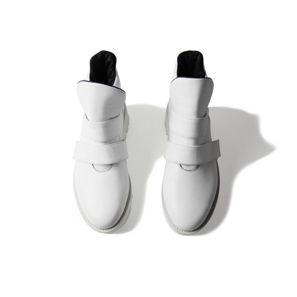 EARTH Leather Boots White