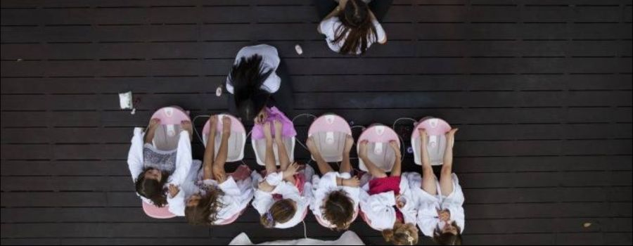 kids at a pamper party in a Sydney location