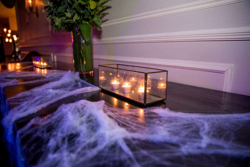 Halloween Decorations: tealights in candle holder feature