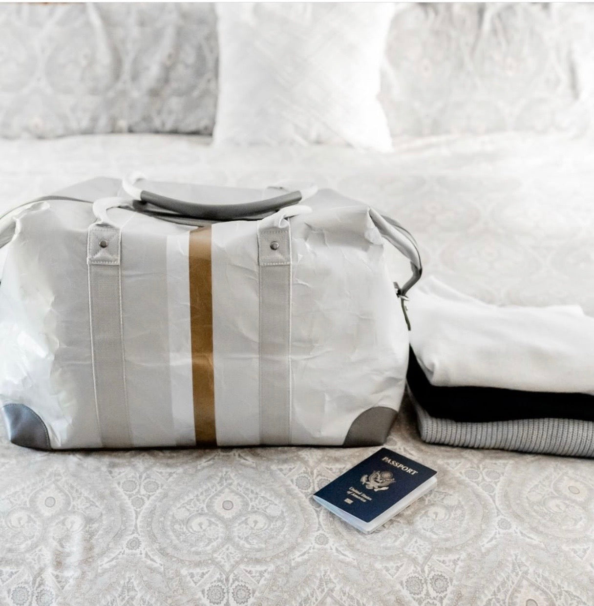 Hi Love The Weekender Travel Bag Carry On - Cute Weekend Duffle Bag – Gray with Metallic Double Lines