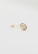 Load image into Gallery viewer, Snail Earring