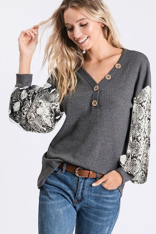 THERMAL WAFFLE TOP WITH SNAKESKIN PRINT