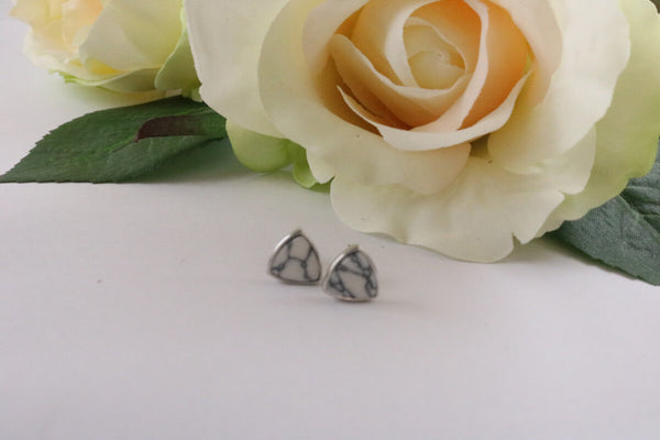 Collection Smile - Boucles d'oreilles triangle Howlite