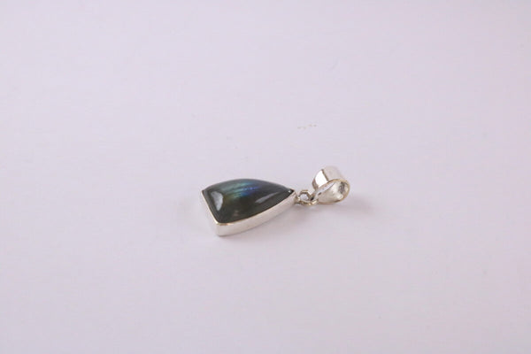 Collection Shanti - Pendentif argent triangle - Labradorite