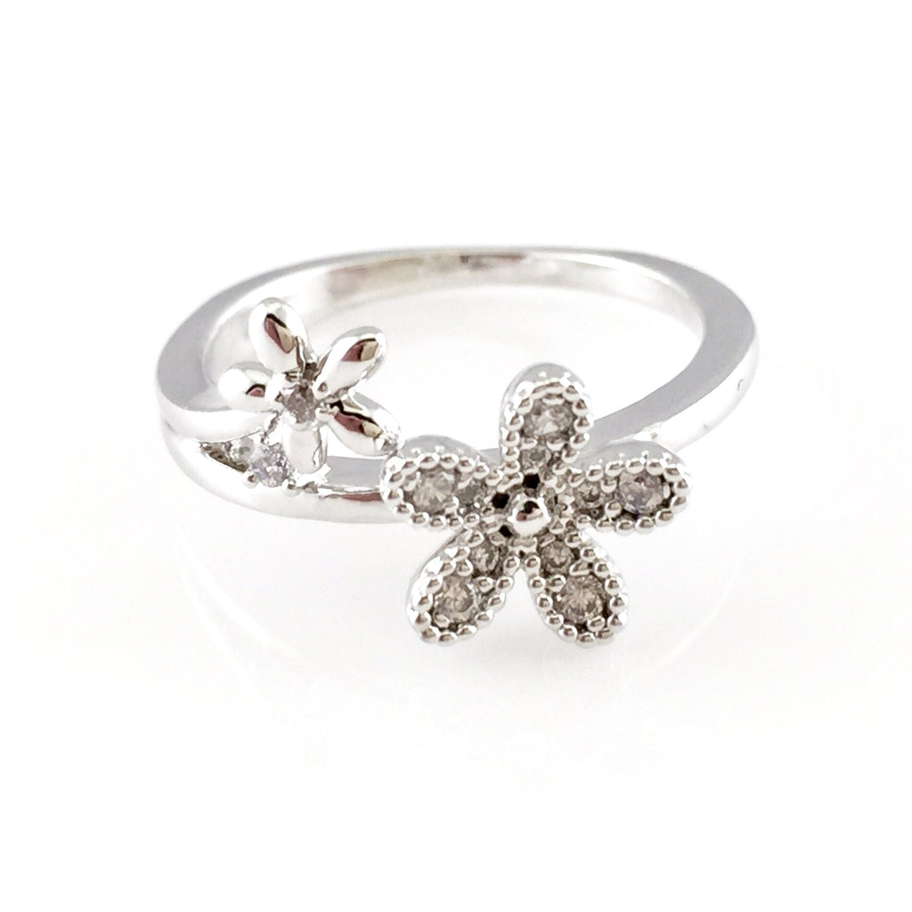 Daisy flower crystal ring stone flower daisy flower crystal ring izmirmasajfo Image collections