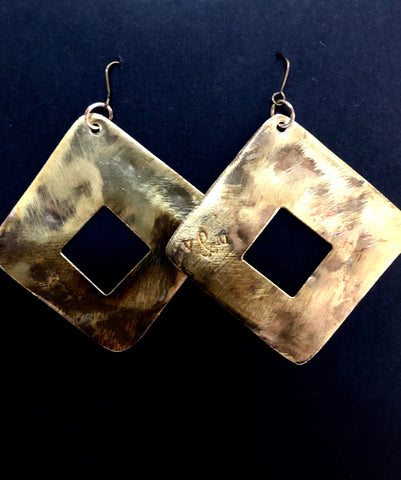 Brushed brass retro square earrings