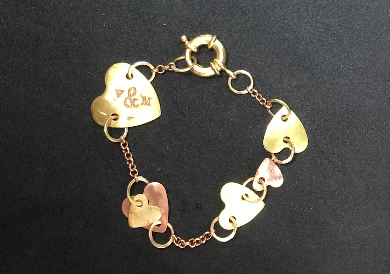 Chain of hearts 1-tier bracelet
