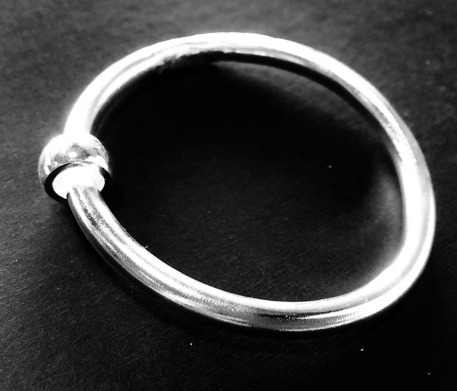 Classic silver bangle with bead