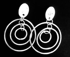 Interlinking triple circle silver