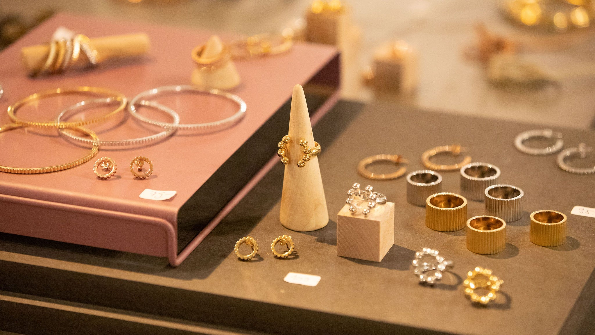 V DESIGN LAB Jewellery featured on hello Zurich & the Next Xmas Markets