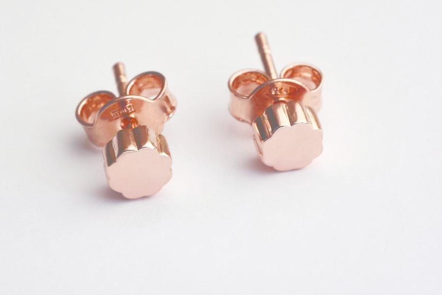 FLOWER POWER Mini Stud Earrings