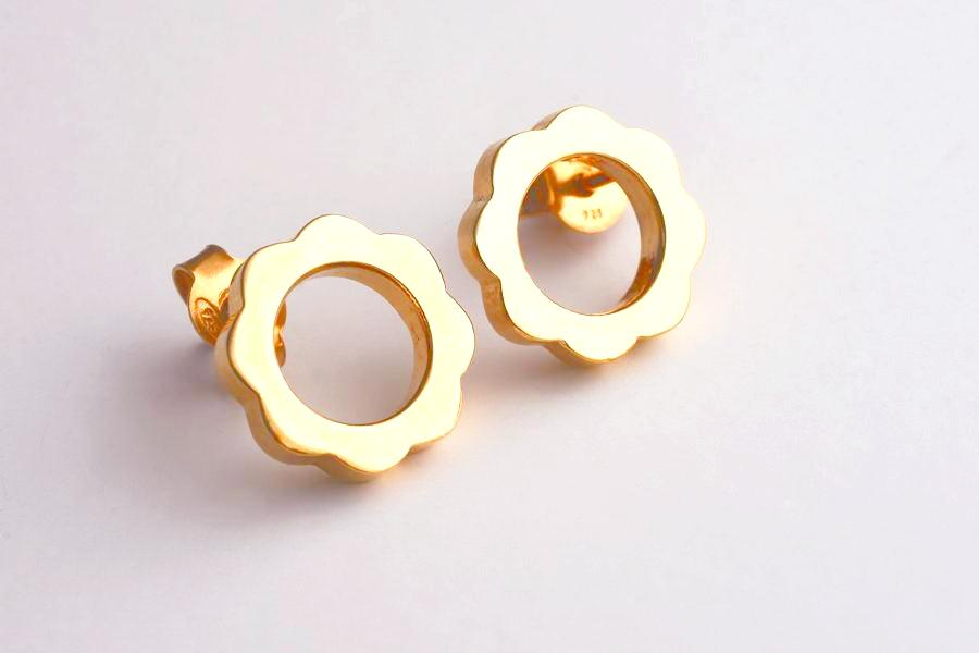 FLOWER POWER Stud Earrings