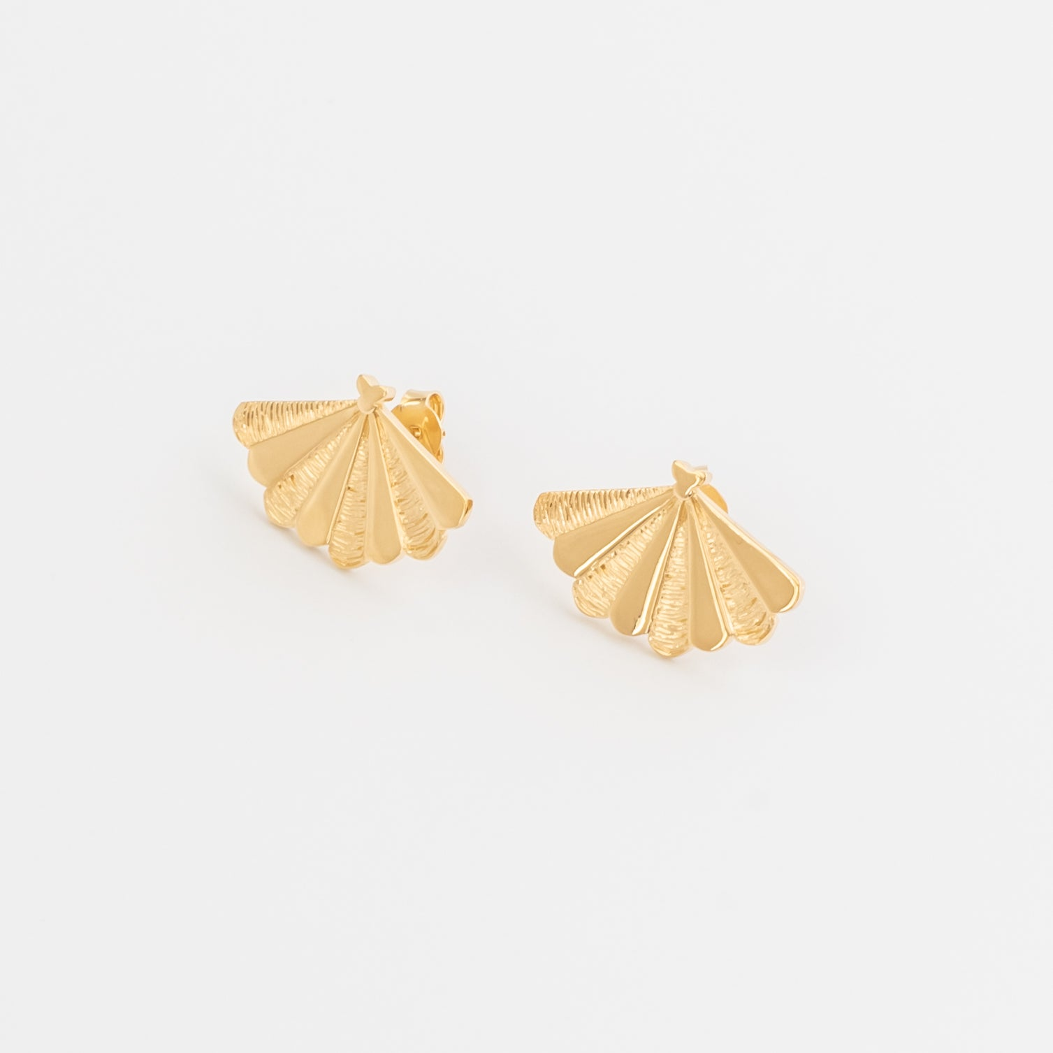 SANTIAGO Shell Stud Earrings