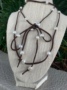 Pearl Lariat dark brown suede #789