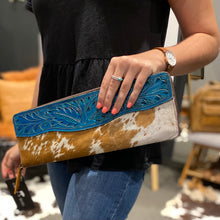 Blue tooled clutch #559