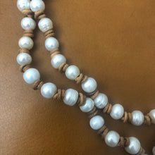 Pearl and leather necklace long.