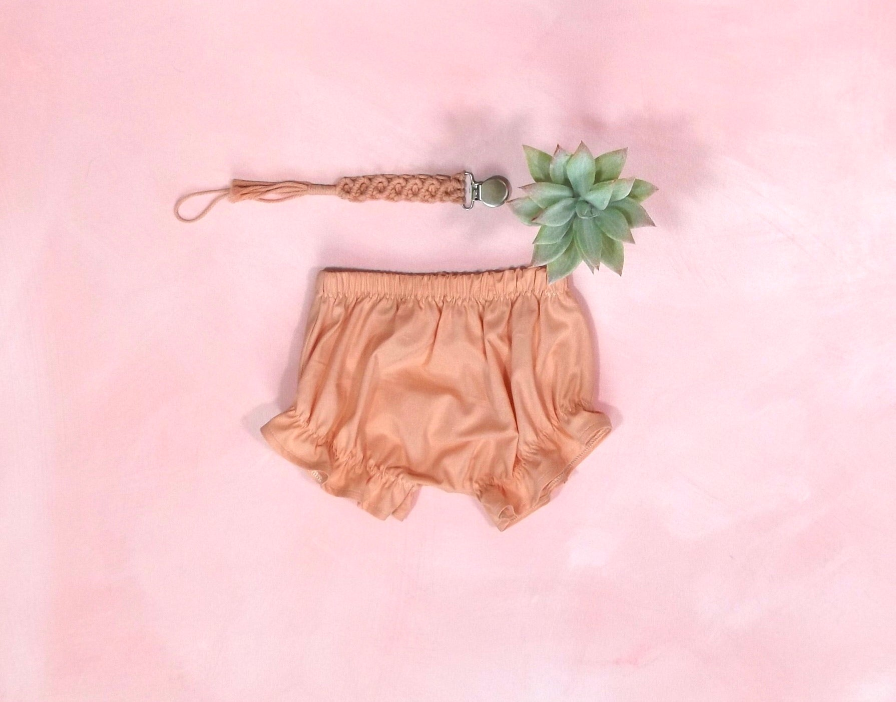 Peachy Ruffle Shorty