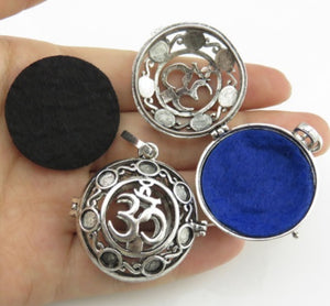 Essential Oil Diffuser Ohm Locket with Diffuser Pads