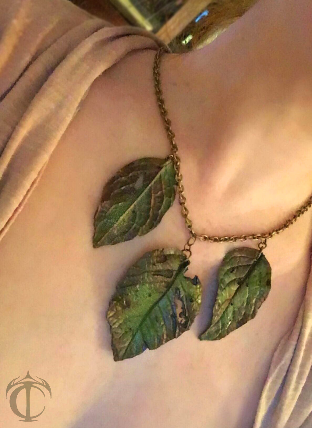 Whirling Leaves Necklace (3 leaves)