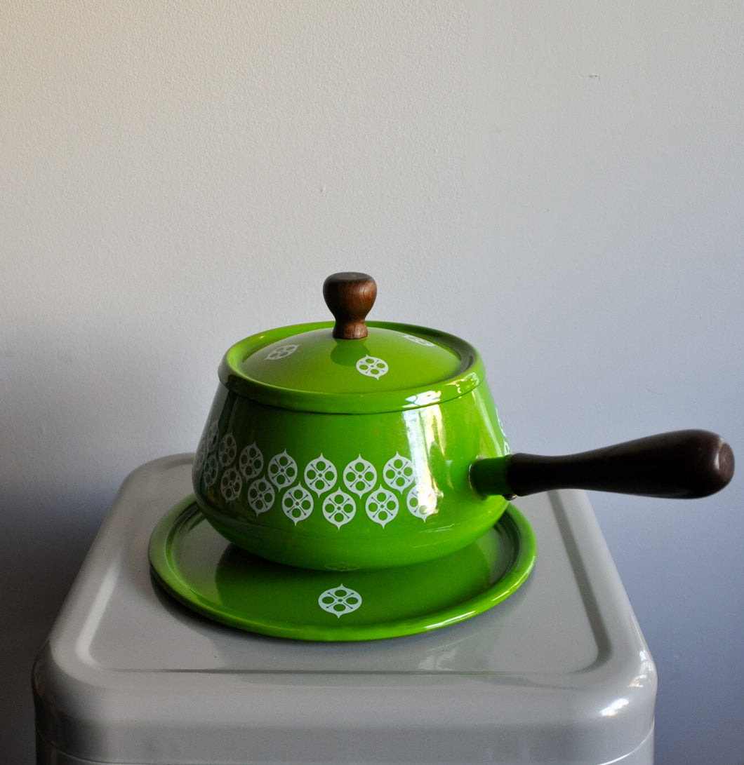 Green Pot With Wooden Handles And Plate