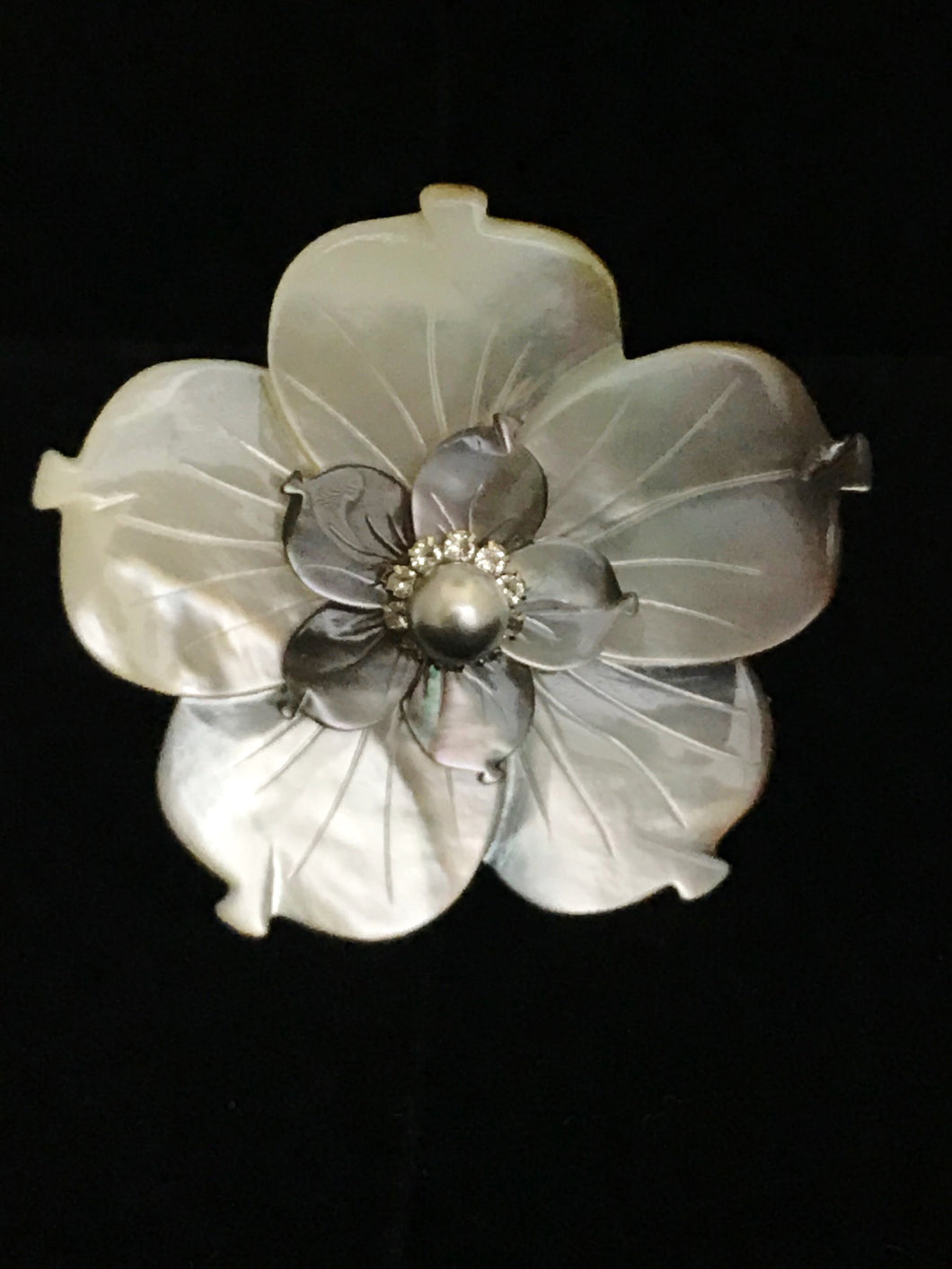 Mother of Pearl Gray Double Flower Magnet