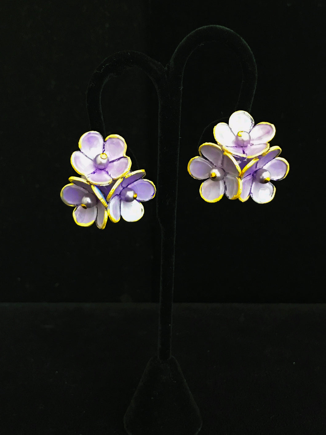 French Resin Three Small Flower Earrings