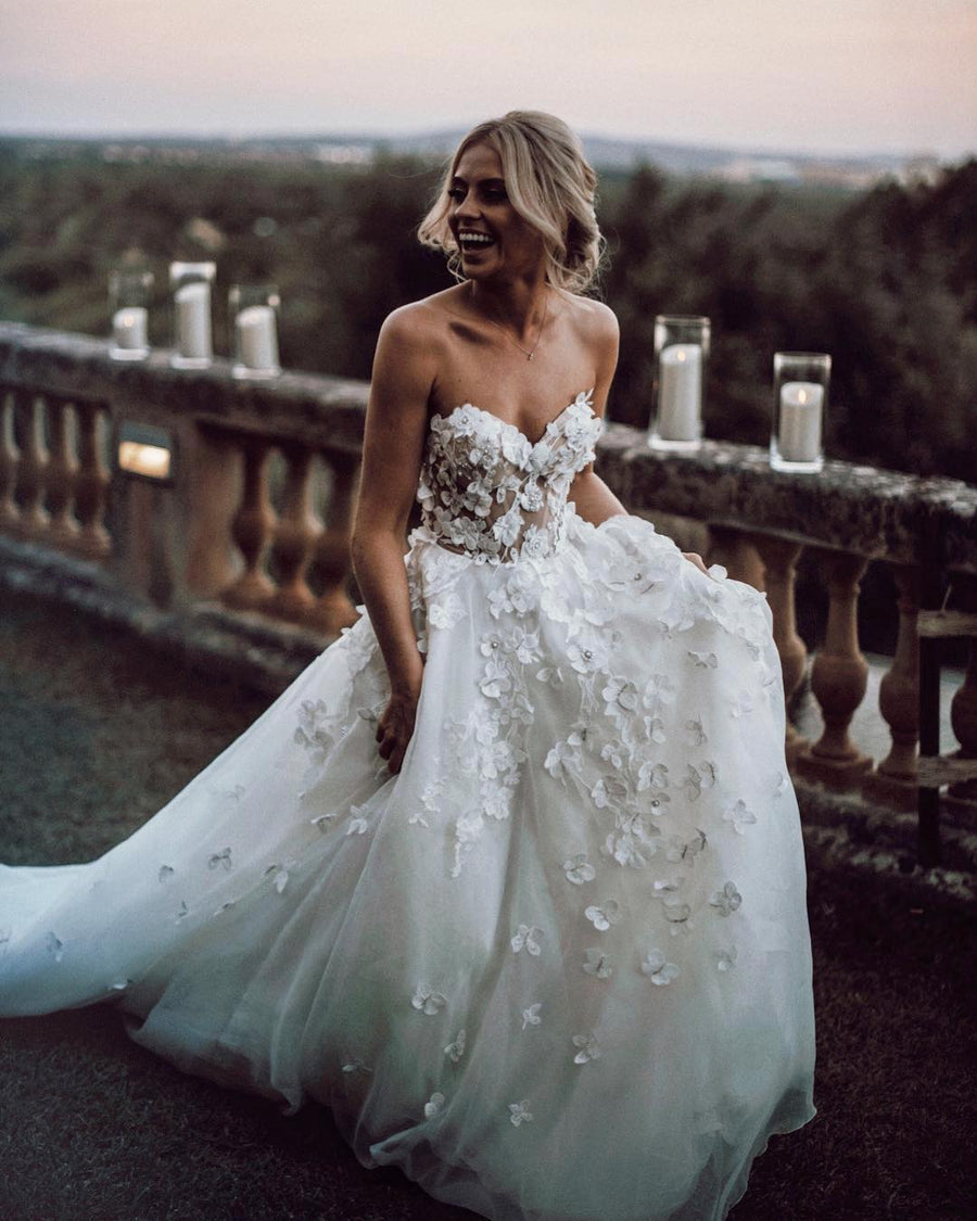 Chic Ivory Wedding Dress Lace Cheap Beautiful Wedding Dress # VB2636