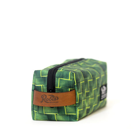 ROOTS TOILETRY BAG (DOPP KIT)