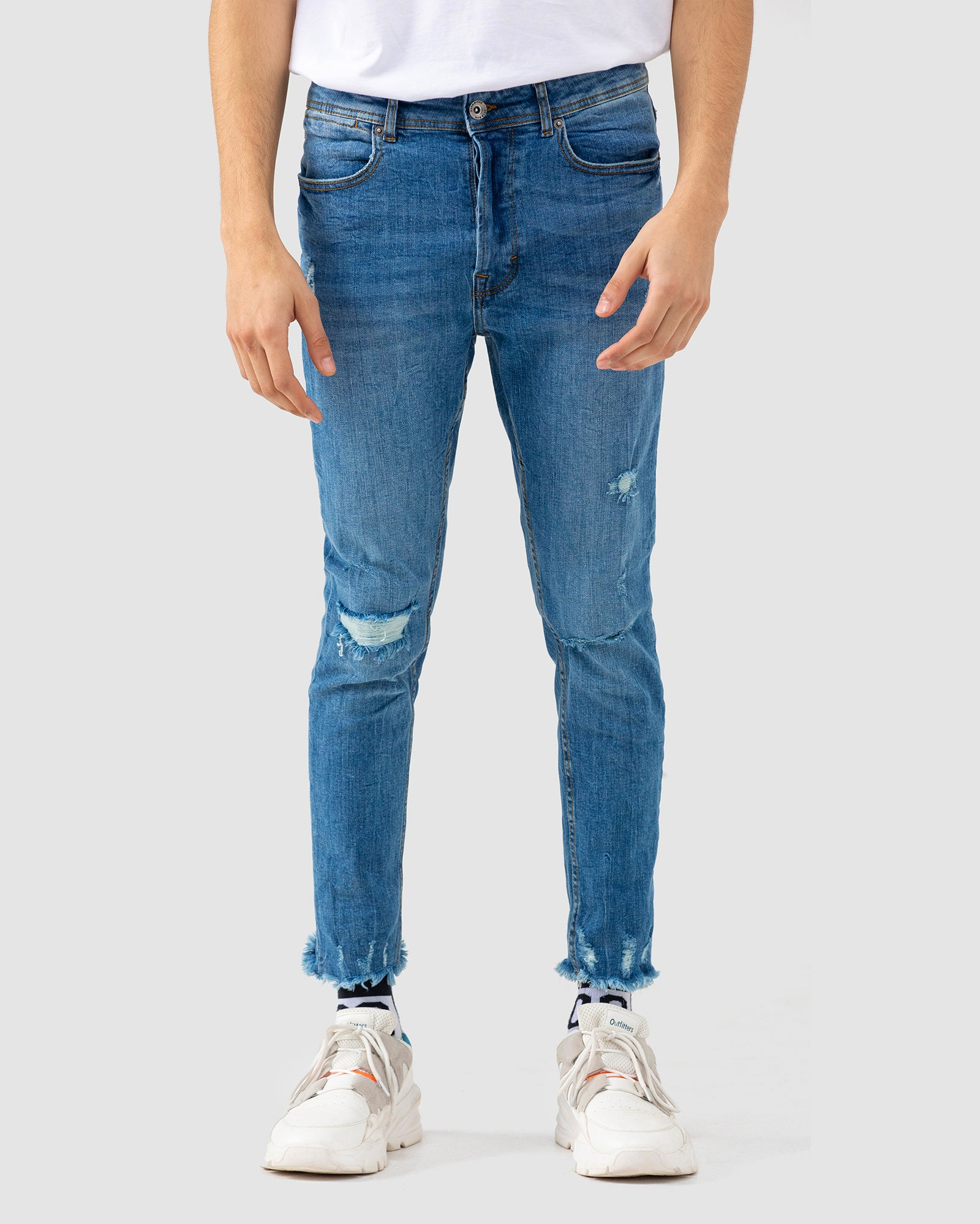 Carrot Fit Jeans with Frayed Hem
