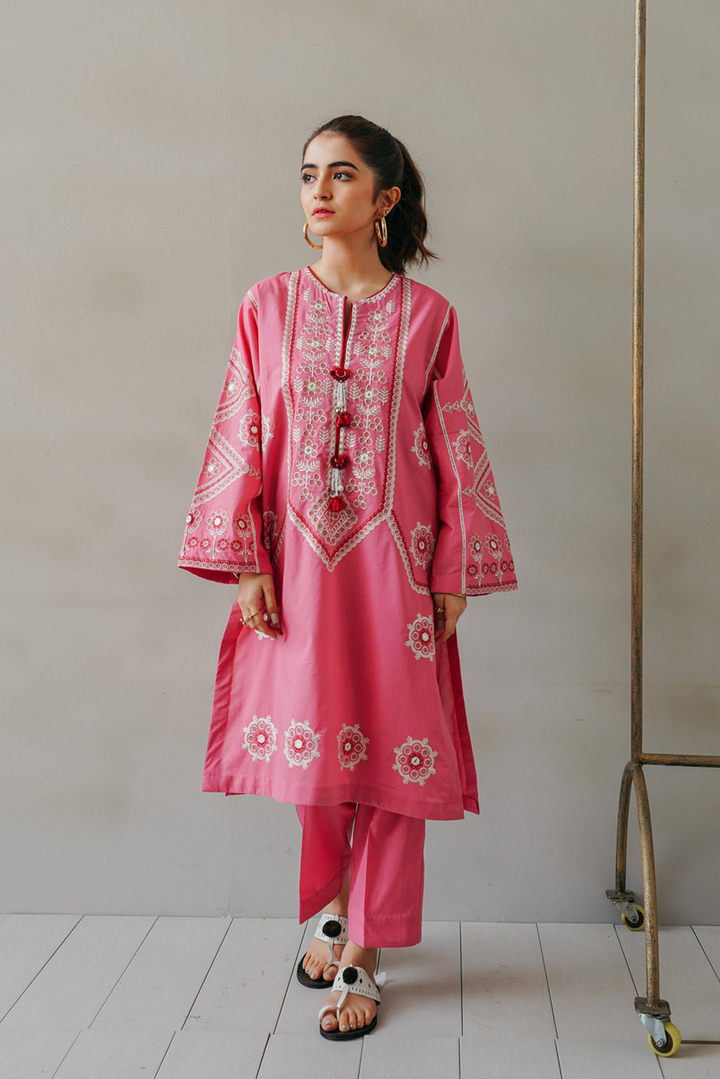 EMBROIDERED SUIT (WTC111169)