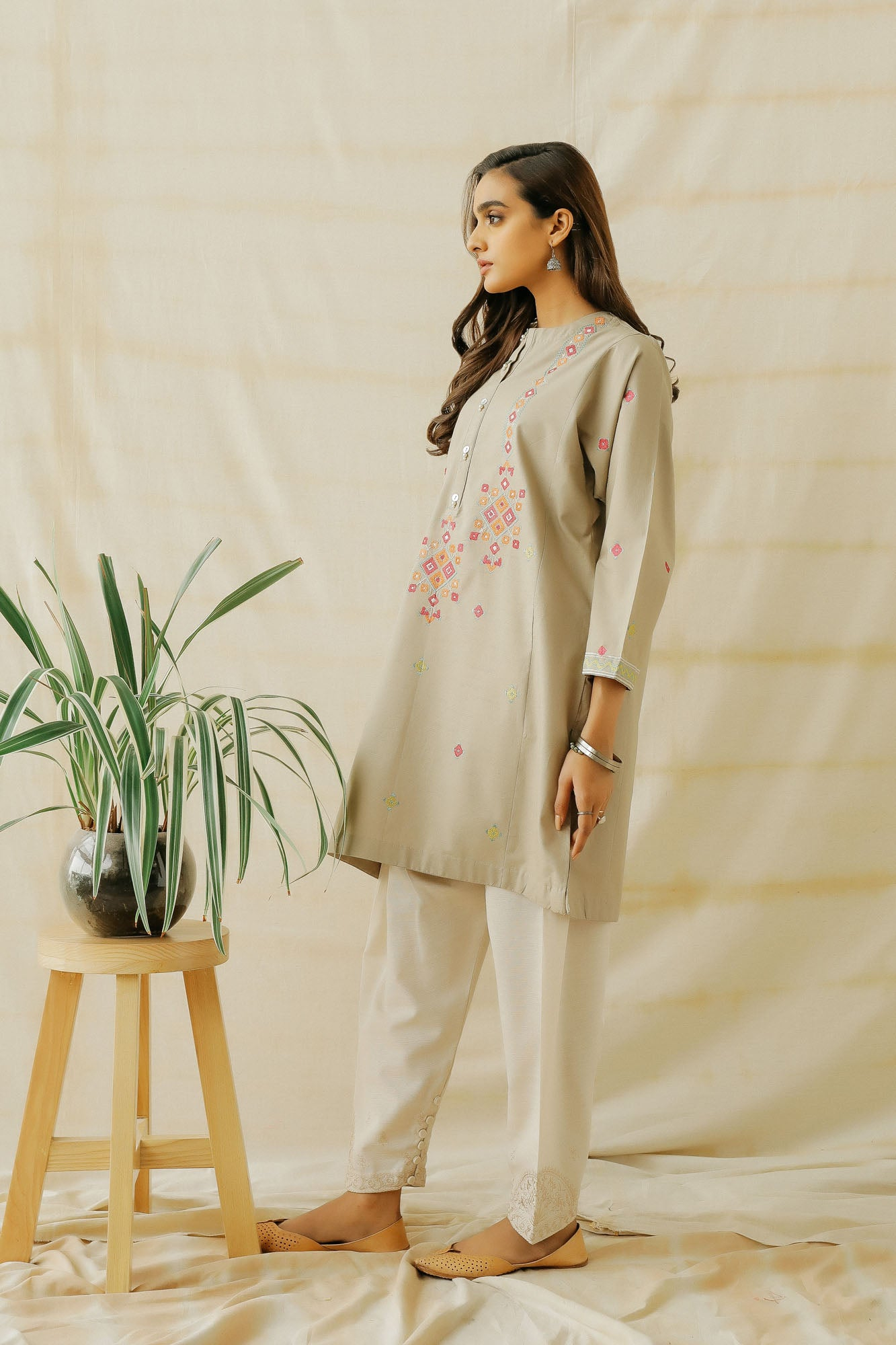EMBROIDERED SHIRT (WTP401621)