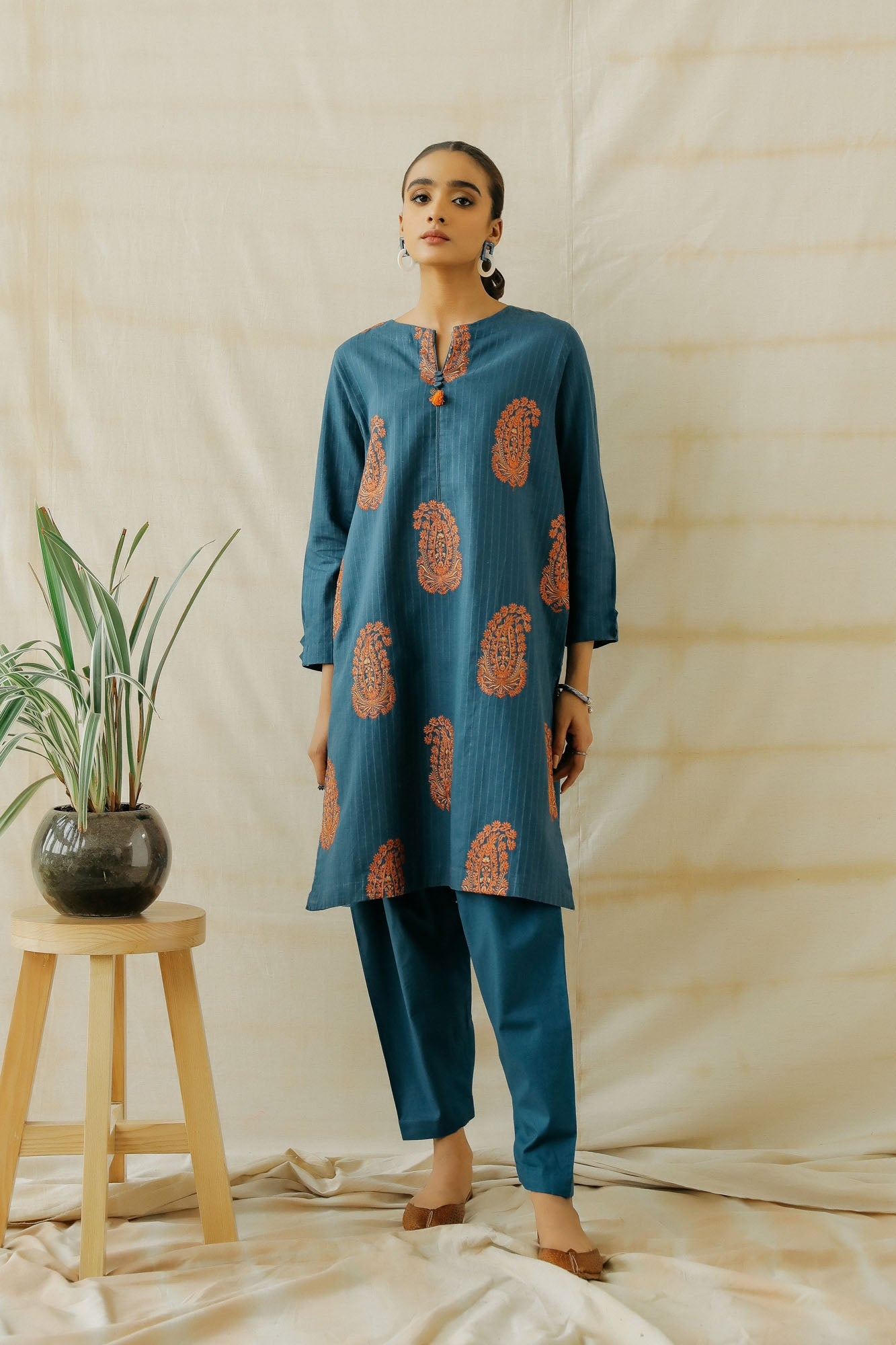 EMBROIDERED SUIT (WTP401655)